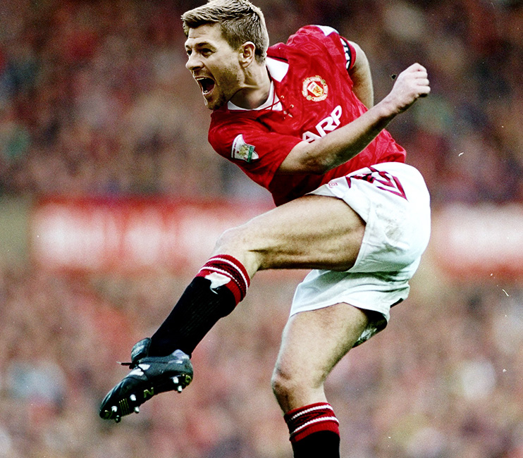 Oh, if you're wondering what this monstrosity is, it's because Gerrard once admitted to wearing a United shirt with Bryan Robson's name on the back. Just ignore it and it'll go away