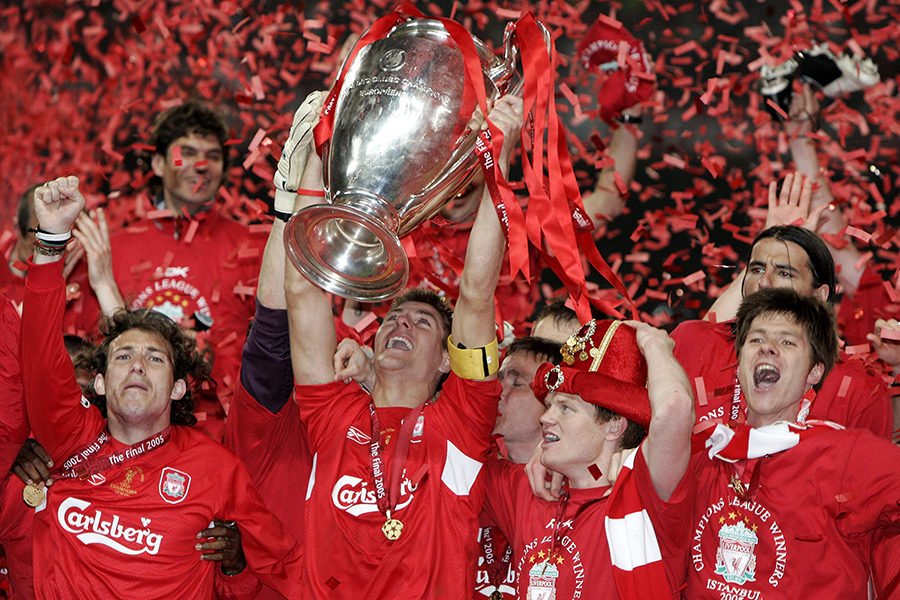 Gerrard lifts the Champions League trophy in 2005