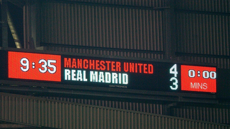 MANCHESTER, ENGLAND - APRIL 23: The Old Trafford scoreboard shows the final score during the UEFA Champions League Quarter Final, Second Leg match between Manchester United FC v Real Madrid at Old Trafford on April 22, 2003 in Manchester, England. (Photo by John Peters/Manchester United via Getty Images)