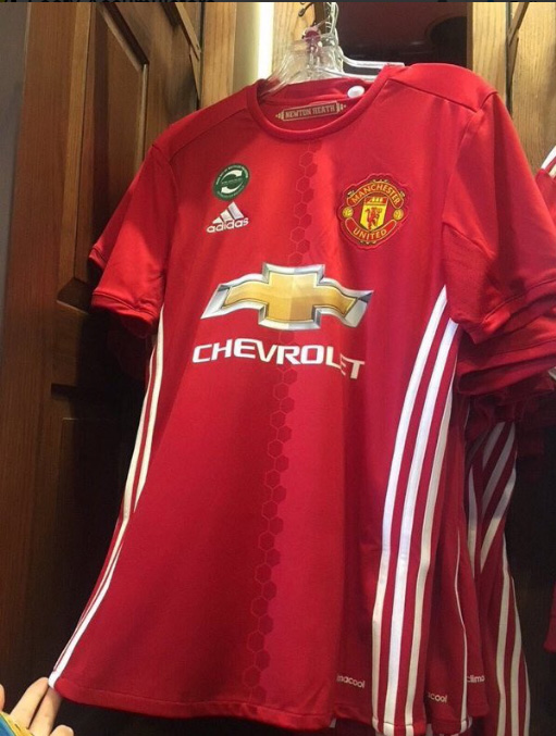 pretty nice aaf56 0ce28 LEAKED: Manchester United's new home kit is pretty rank ...