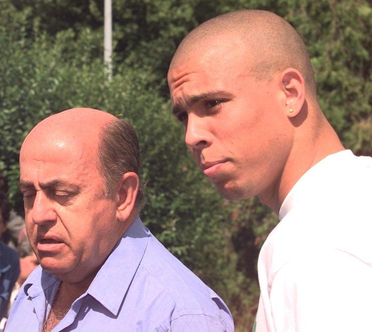 Brazilian striker Ronaldo (R) and Team