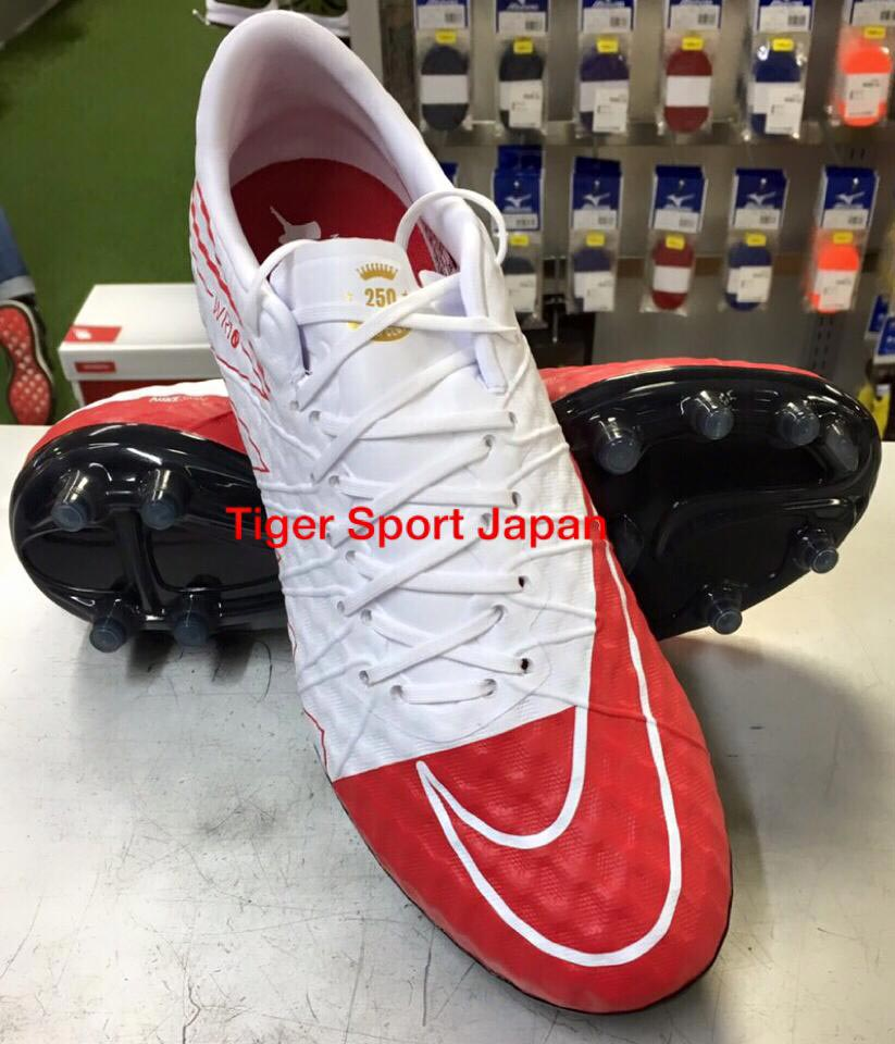reputable site d2ee6 0672e ... Nike Hypervenom Phinish WR10 with a goal 250 on the tongue. wayne-rooney -boots
