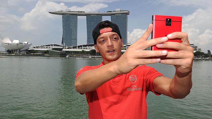 Taking a selfie or picking himself?