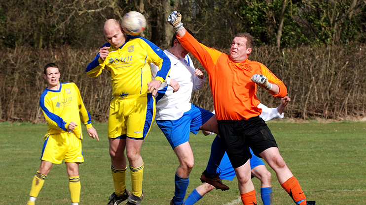 AW8NXK Sunday League football at Newbold Comyn, Leamington Spa, England, UK. Image shot 2008. Exact date unknown.