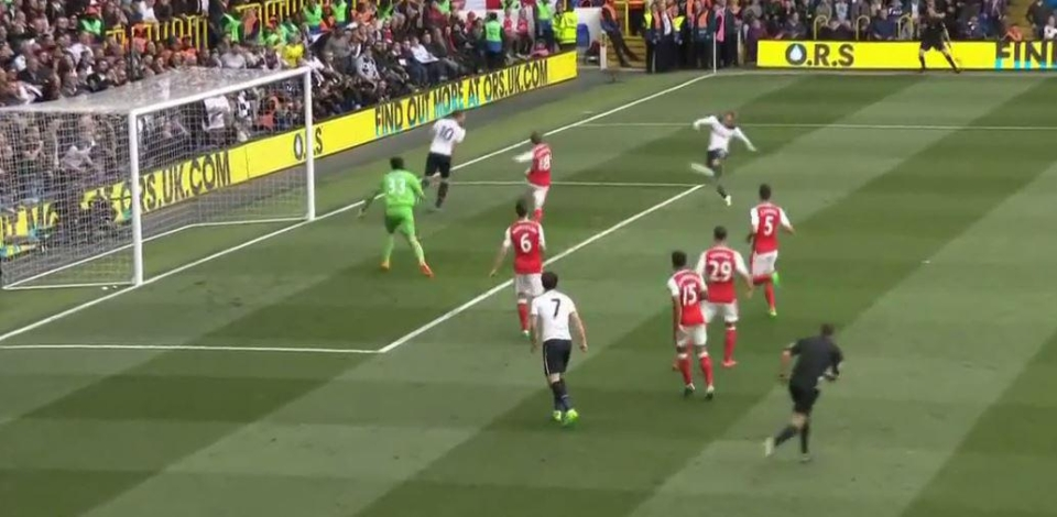Son Hueng-Min's shot is blocked by Koscielny by again falls kindly for a Spurs player