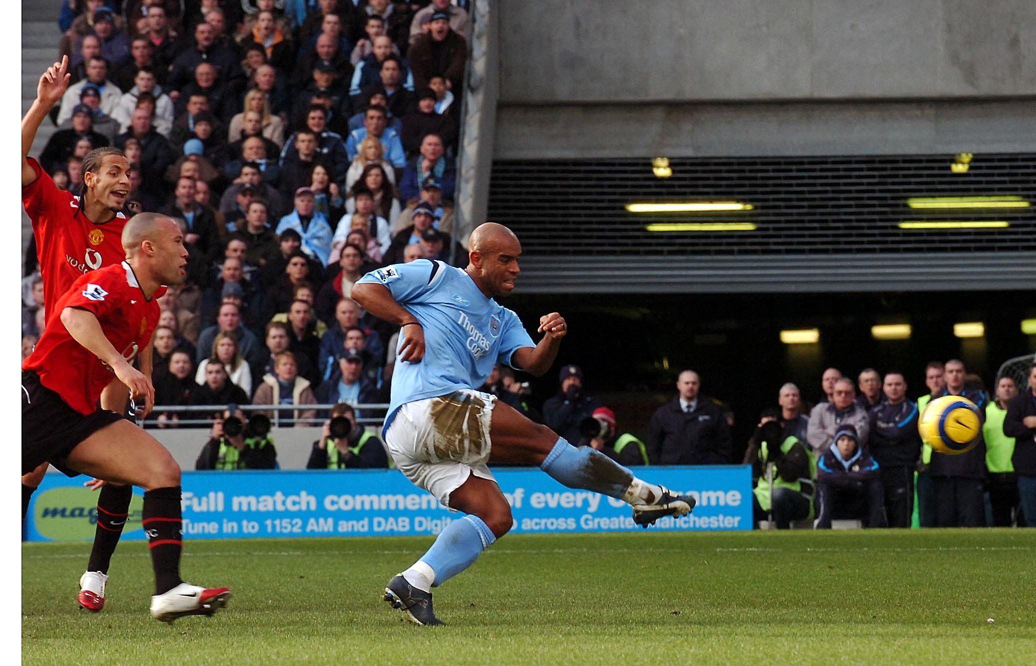 Sinclair punishes hesitant United defending