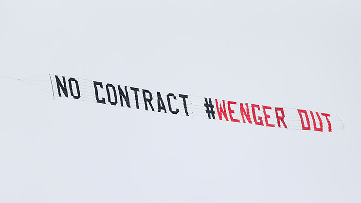 wenger-out-banner-plane