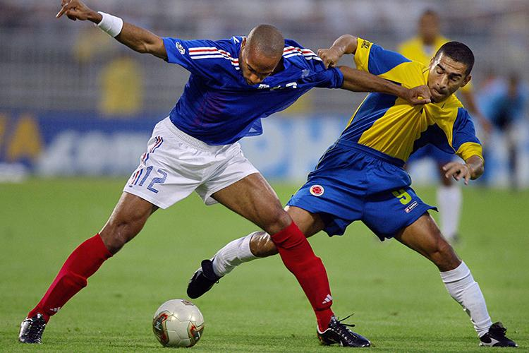 Aristizabal battles for the ball with Thierry Henry during the 2003 Confederations Cup