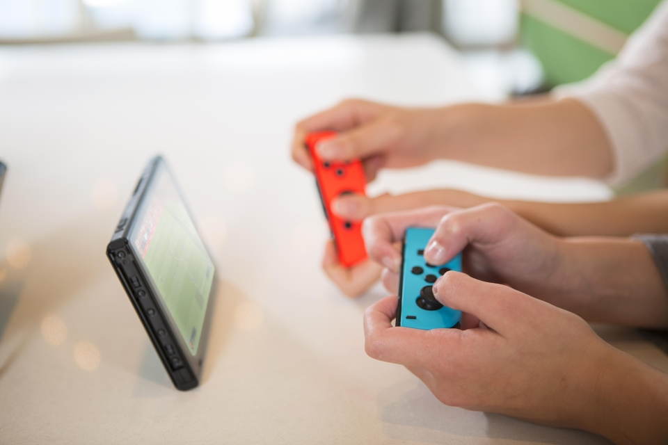 You can play mates by detaching the Joy Con controllers