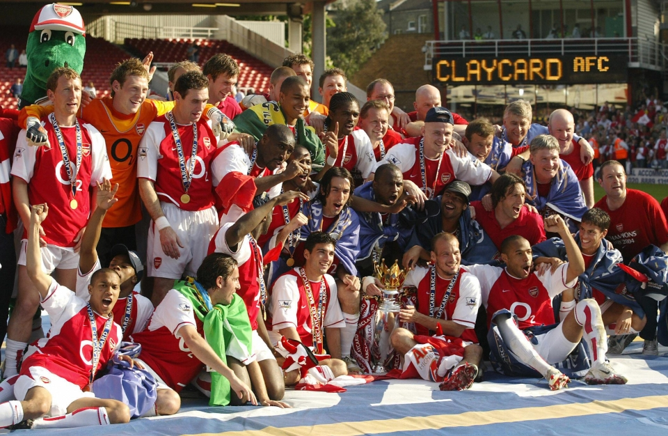 Arsenal celebrating winning the 2004 Premiership title