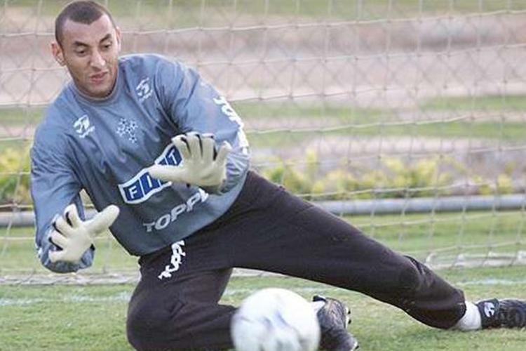 Gomes was Cruzeiro's first-choice goalkeeper by 2003