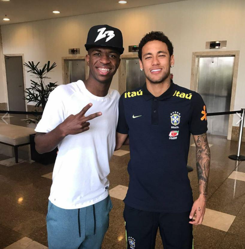 Neymar posing with Vinicius last year
