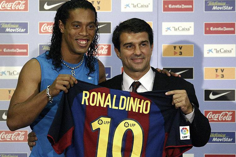 Ronaldinho took a typically laid back approach to his Barcelona unveiling