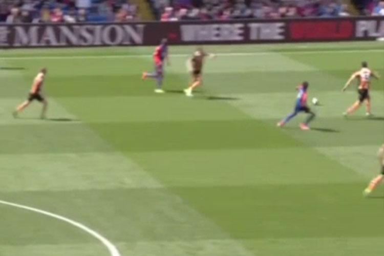 In the early exchanges, Palace win a throw-in and direct the ball towards Zaha