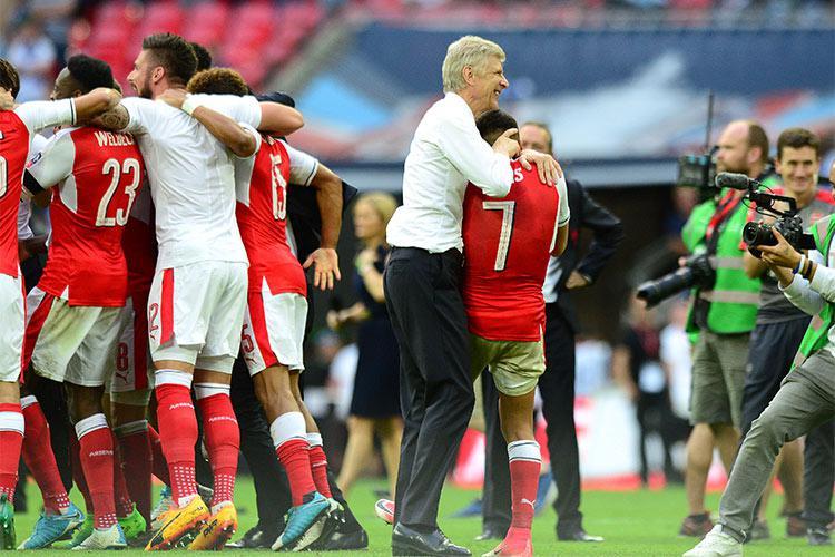 Arsene Wenger celebrates with Alexis Sanchez
