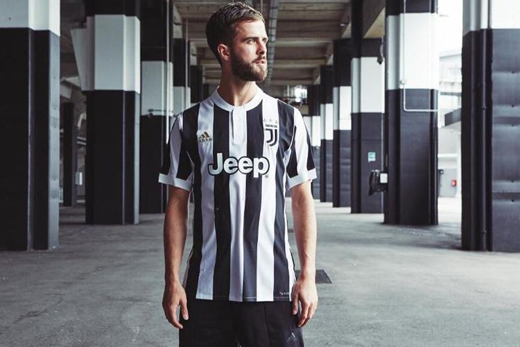 4fe02481 Everyone is loving Juventus' new kit featuring a badge that was ...