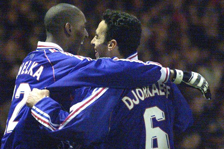 Never forget the time Nicolas Anelka wore goalkeeper gloves