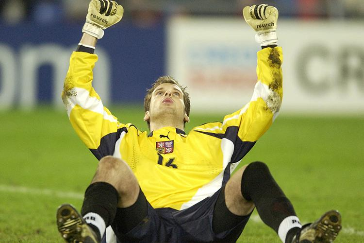 Petr having an out of body experience after saving Boumsong's penalty