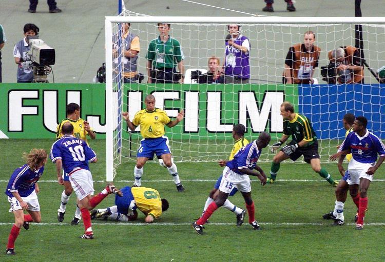 Yes, the second header did nutmeg Roberto Carlos on the line