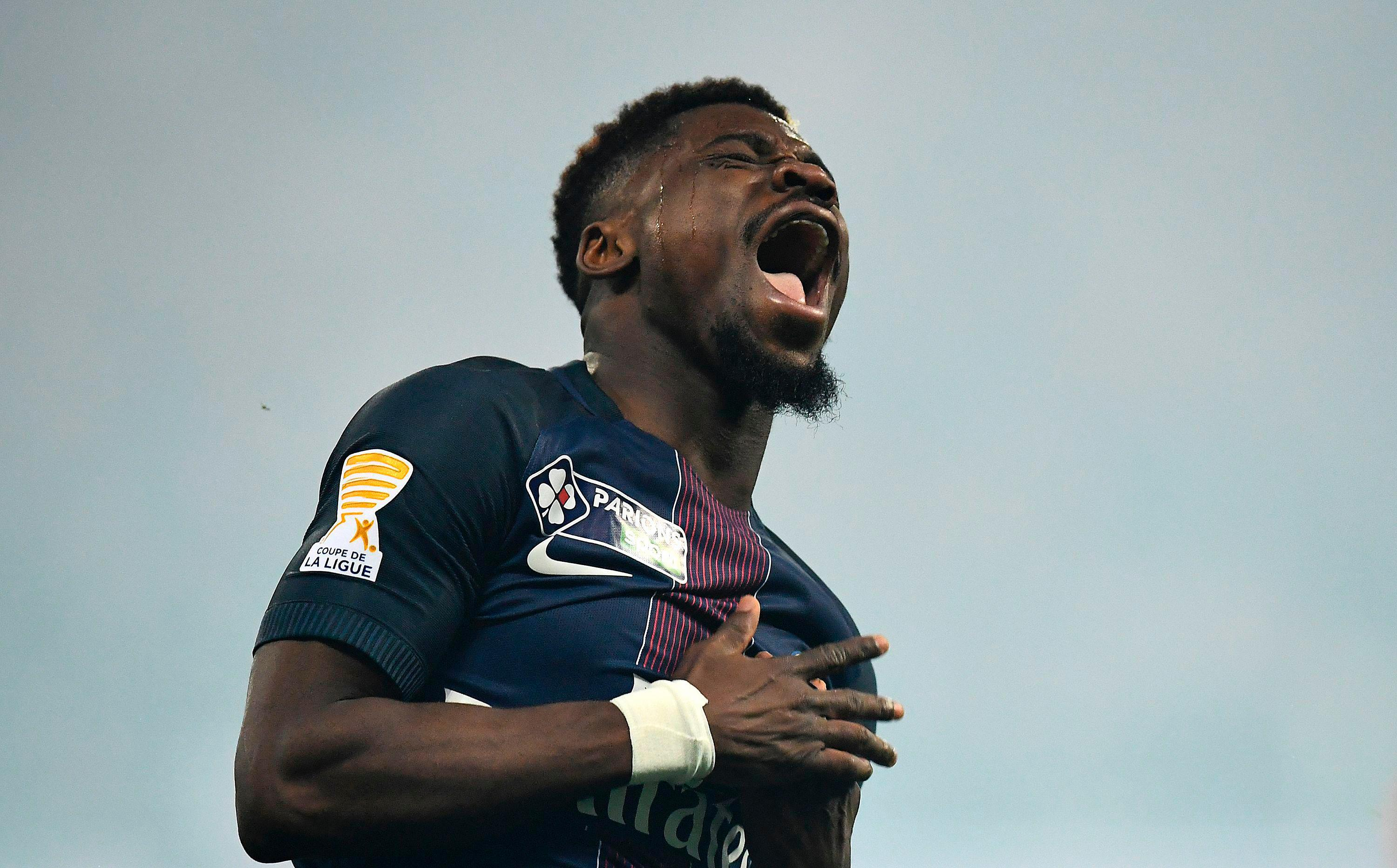 Serge Aurier has reportedly undergone a medical ahead of a Spurs transfer