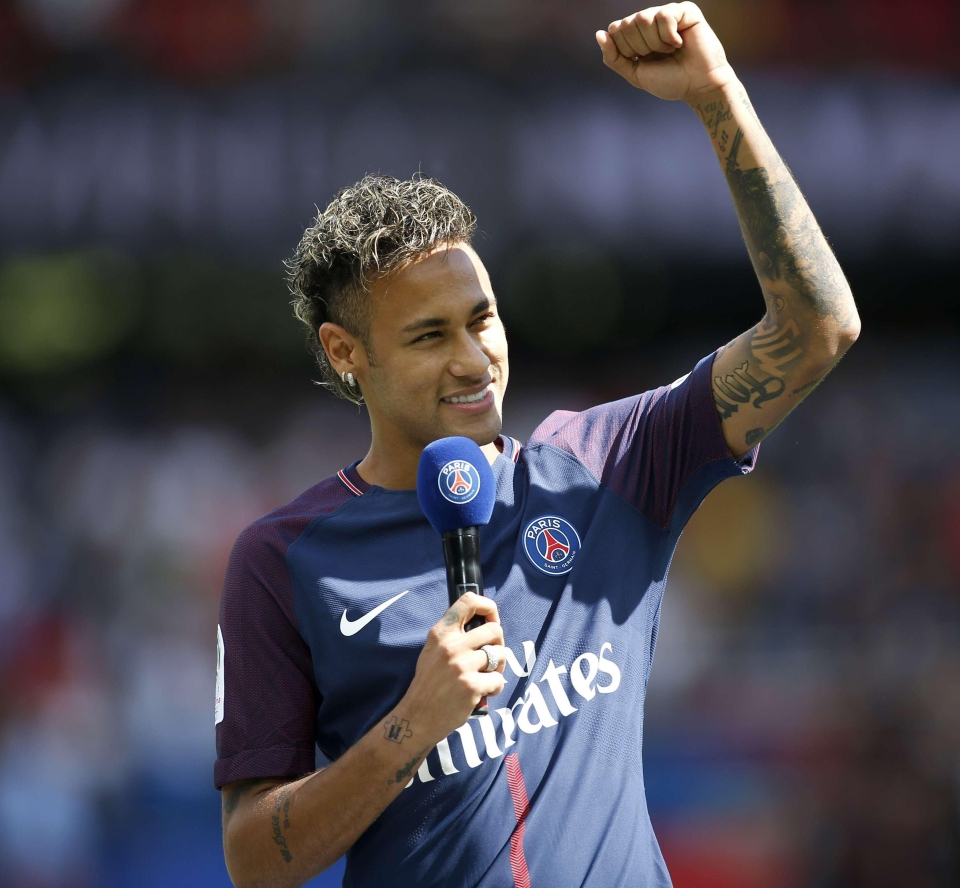 Neymar's first appearance in a PSG shirt