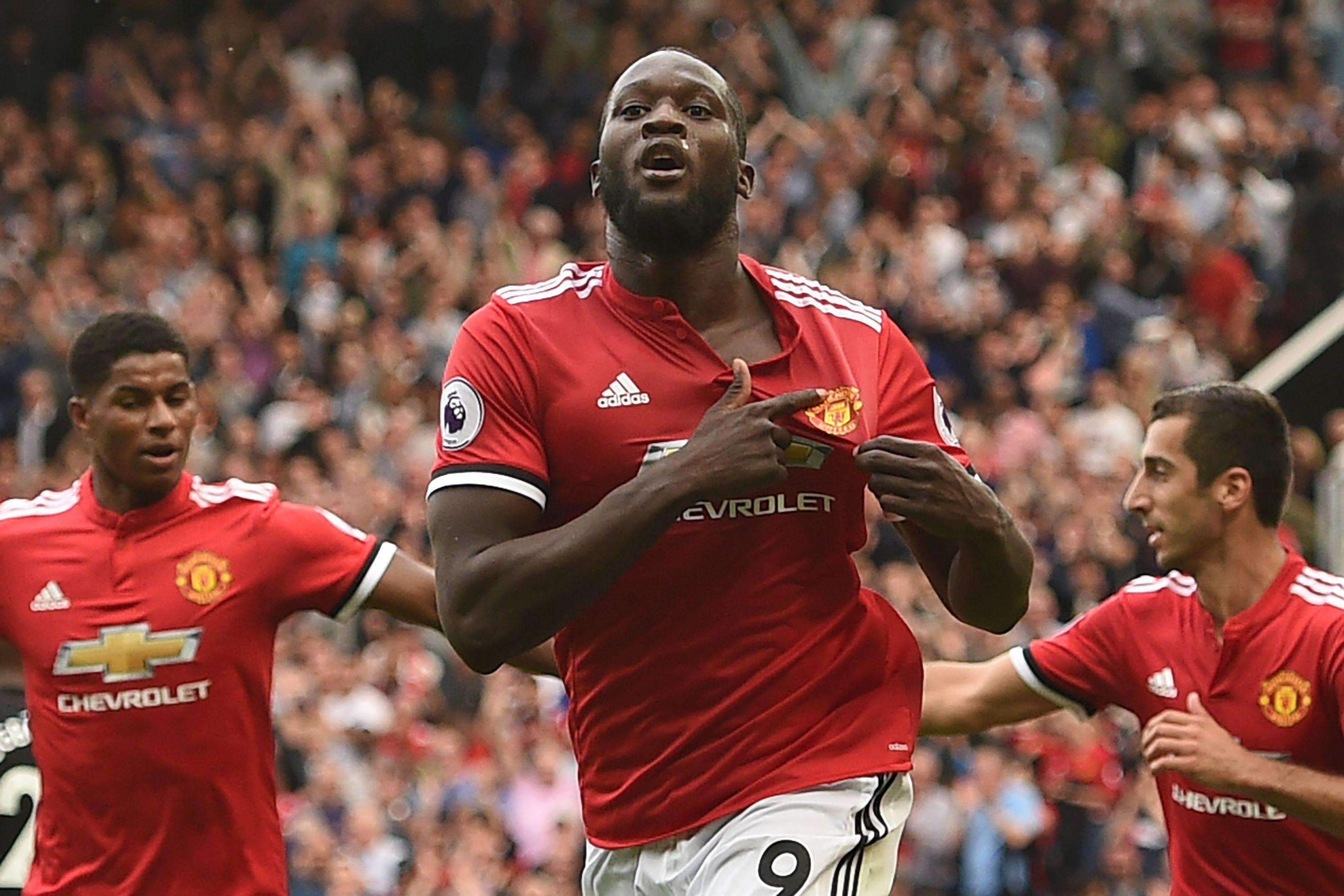 Romelu Lukaku points to the Manchester united badge after scoring against West Ham