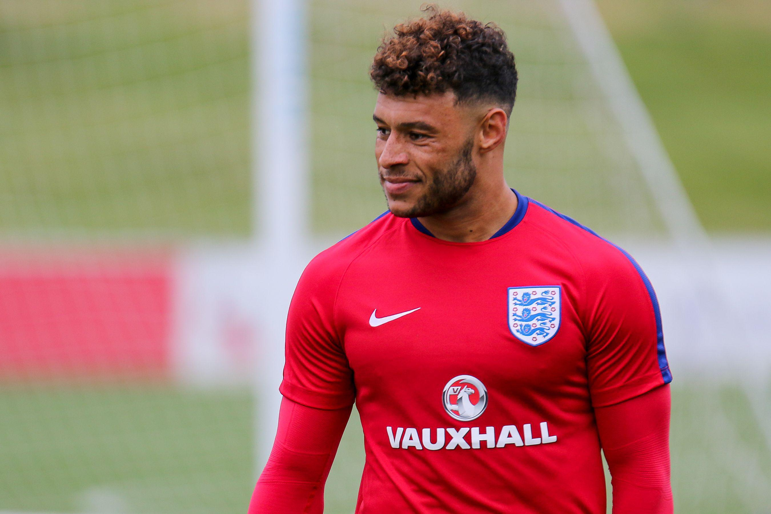 Chelsea fear Alex Oxlade-Chamberlain could still join Liverpool over them