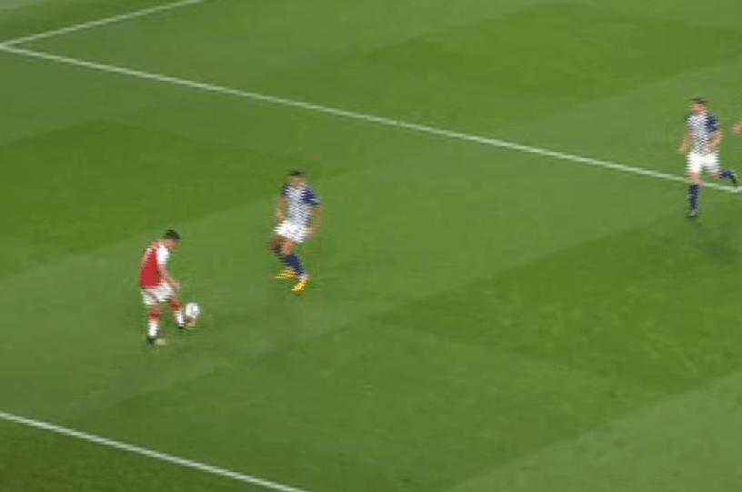 Sanchez starts to play keepie-uppies