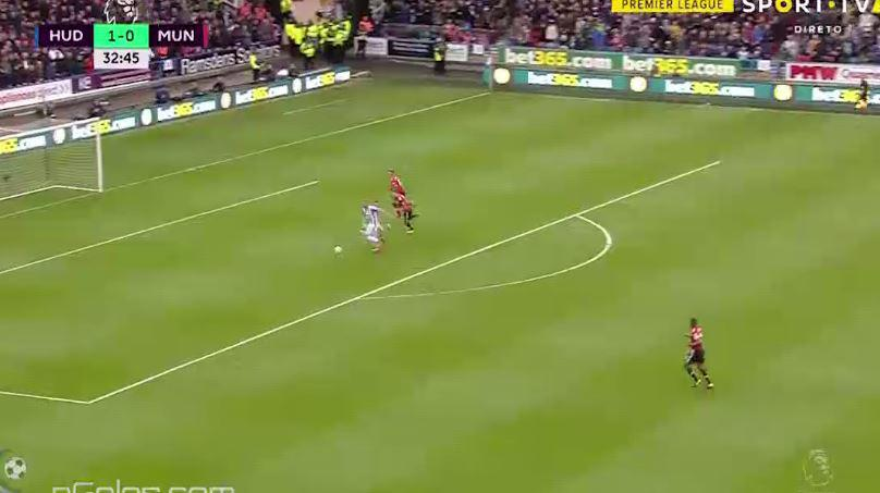 Depoitre pinched the ball and rounded De Gea