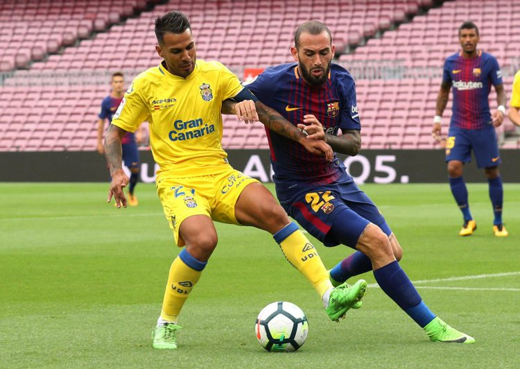 Viera in action against the lesser spotted Aleix Vidal
