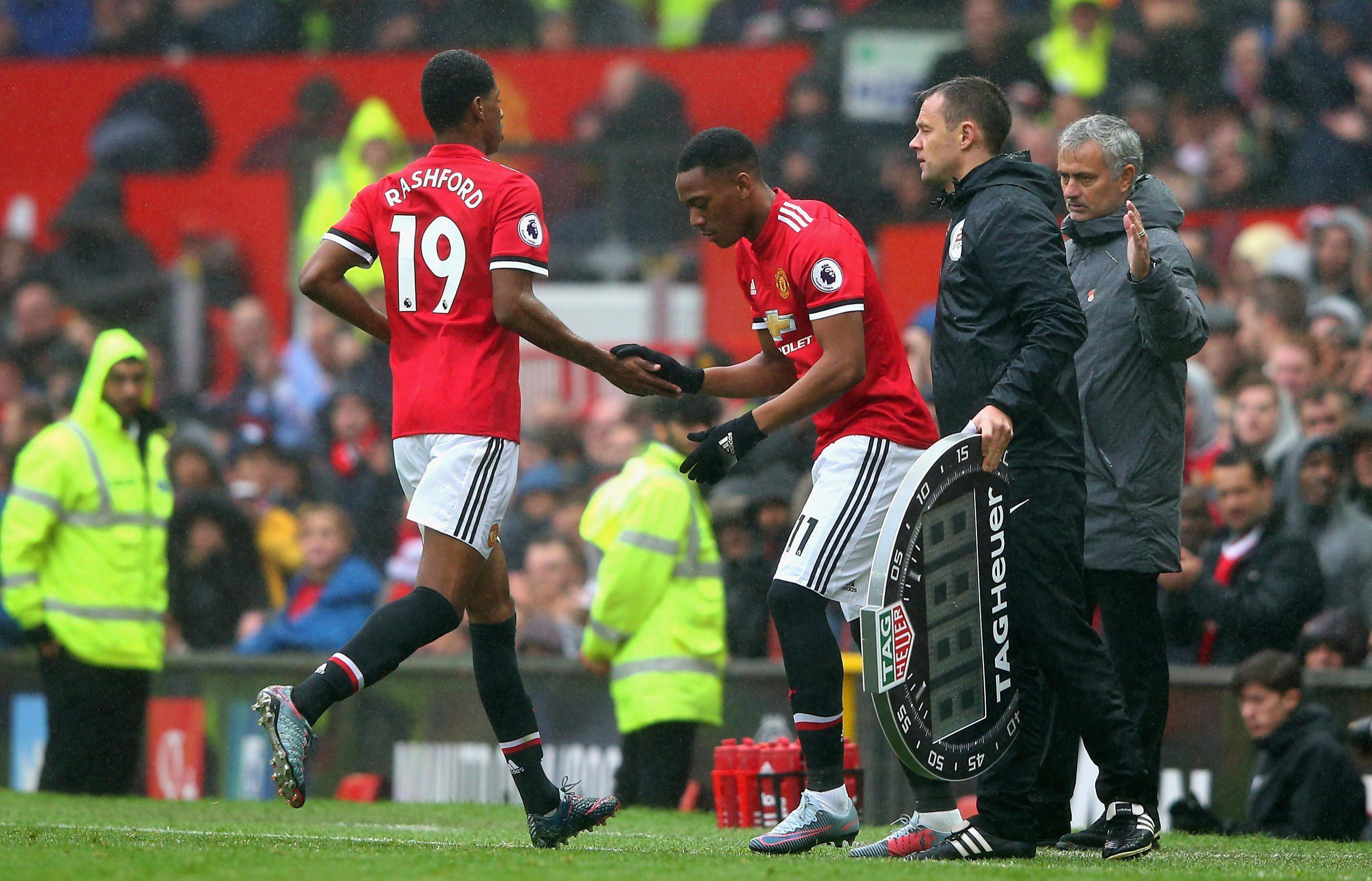 Supporters werent happy when Marcus Rashford was taken off for Anthony Martial