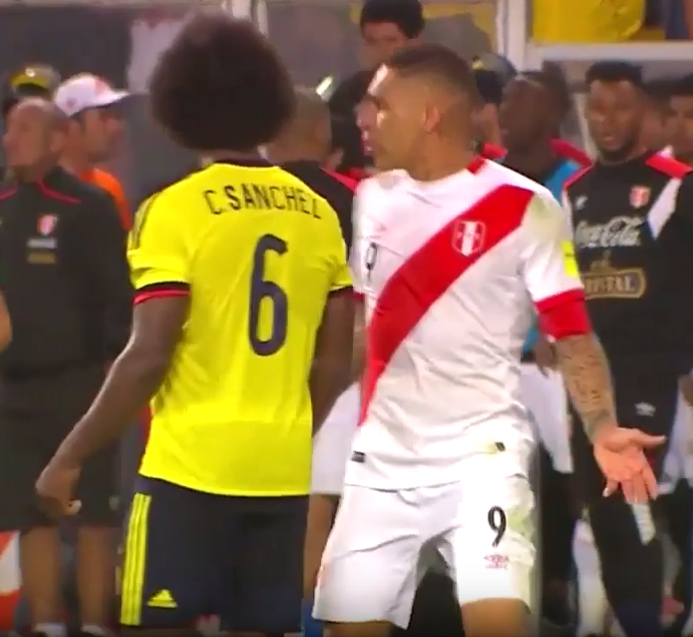 Guerrero 'informs' Carlos Sanchez of the Chile score