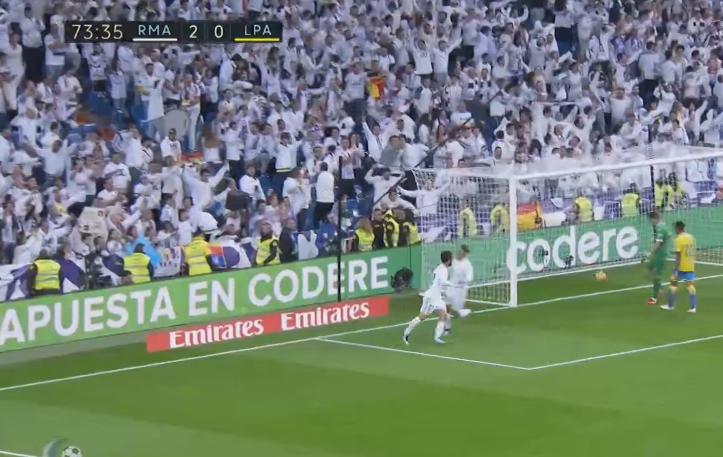 The Spain international scores but does not head towards Ronaldo straight away