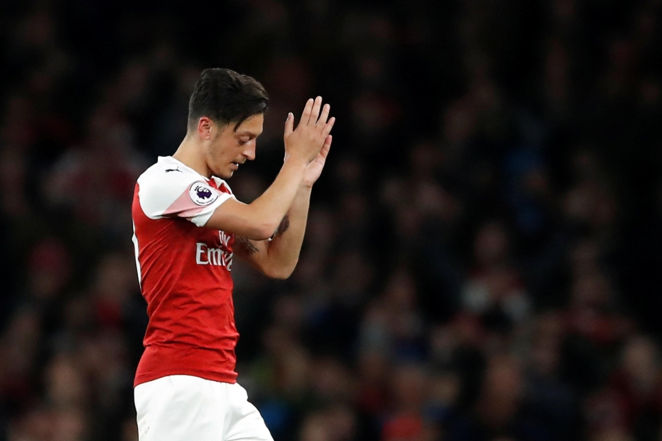 Ozil salutes the crowd against Leicester last night