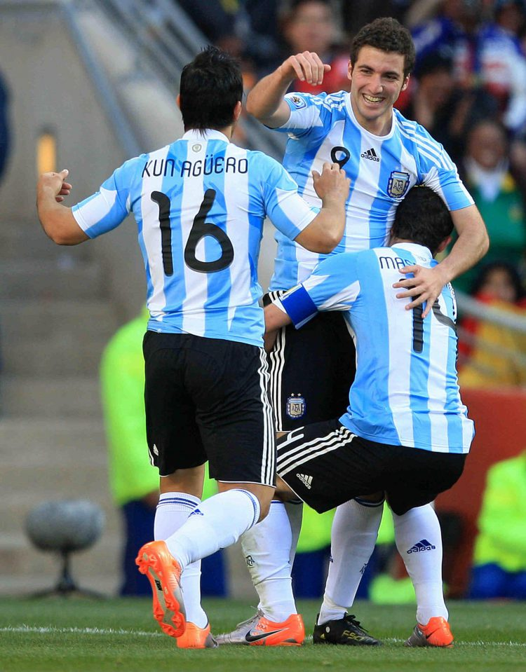 Two great strikers and Mascherano