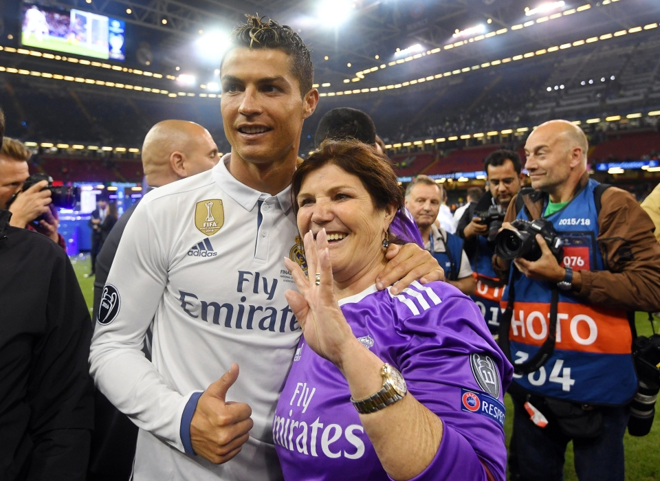 Ronaldo poses with mother Maria after the Champions League final