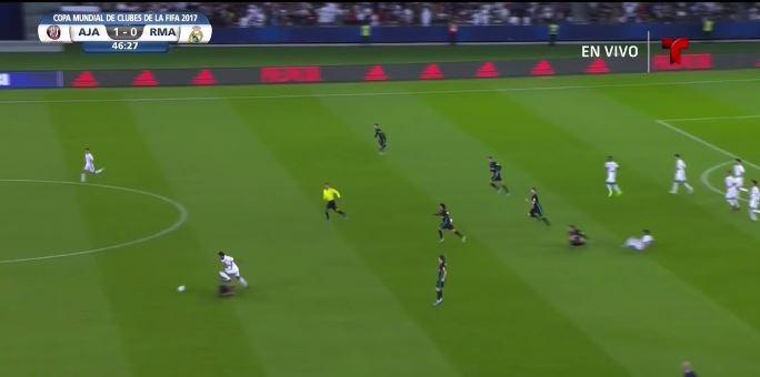 Hakimi is beaten to the ball, leaving Al-Jazira through on goal