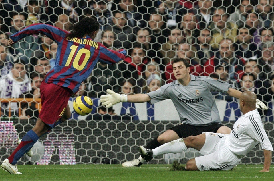 Ronaldinho tucks past Iker Casillas