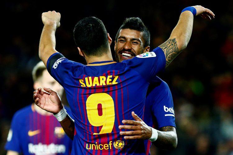 Paulinho congratulating his understudy