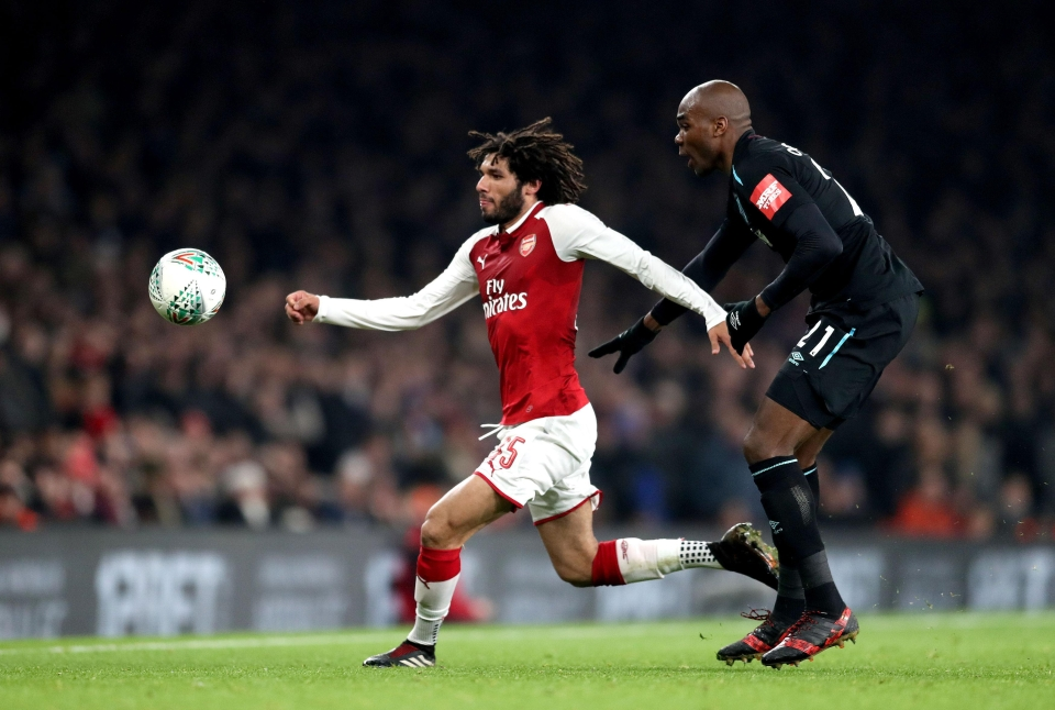 El Neny will reach that ball in a couple of minutes