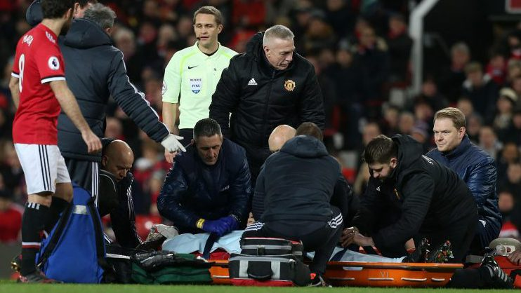 Lukaku was put into a stretcher by the medical team