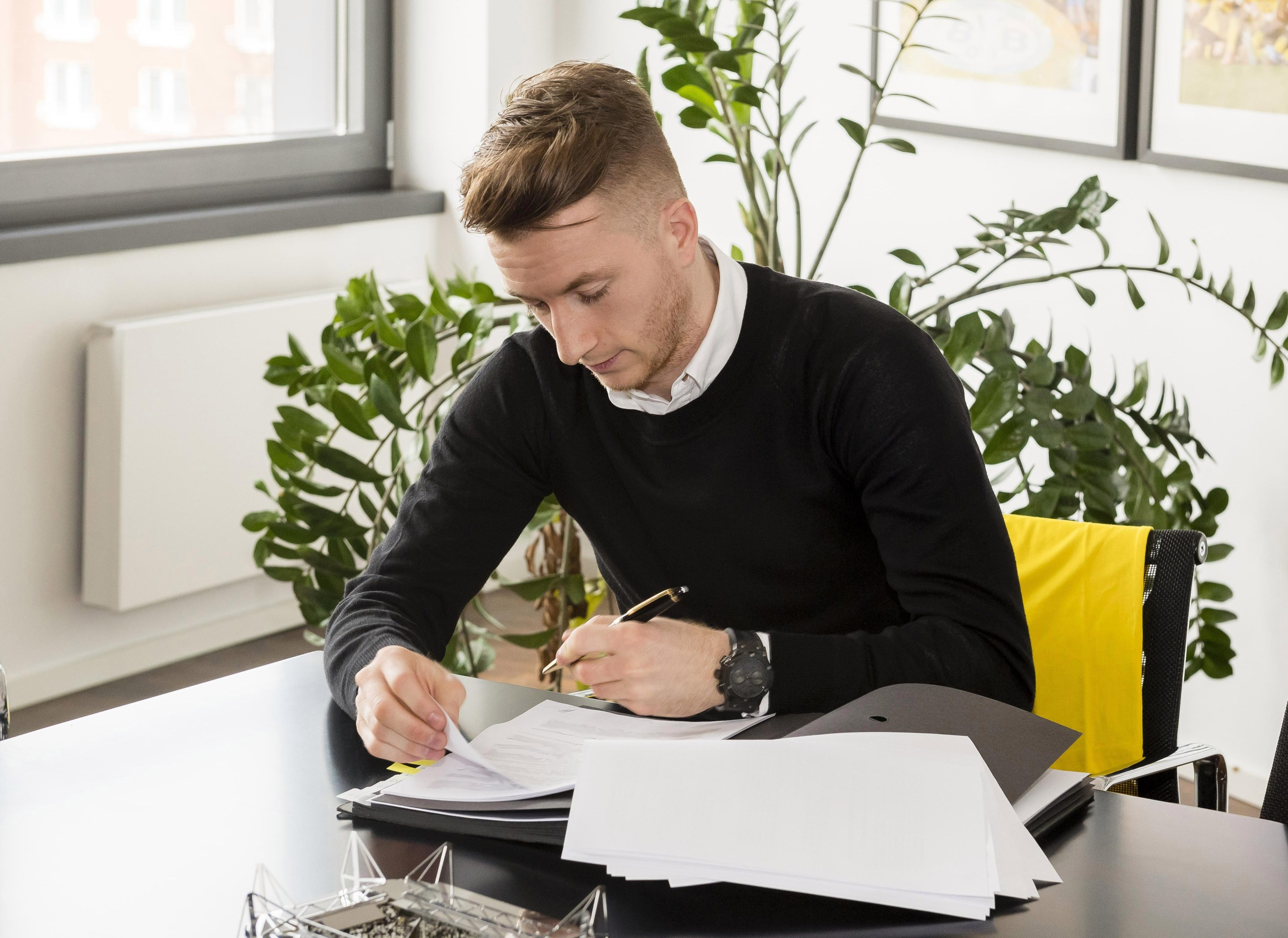 Reus signing his lucrative contract