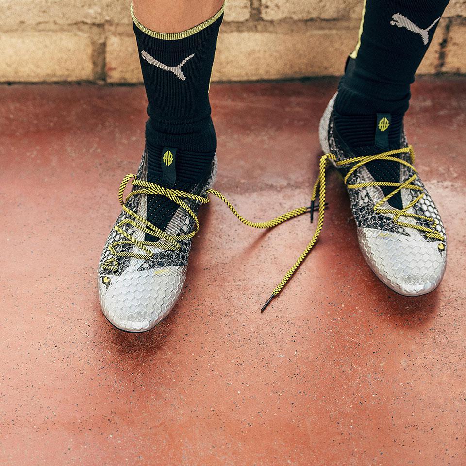 2faa61655e56 Antoine Griezmann unveils new Puma FUTURE 18.1 special edition boots