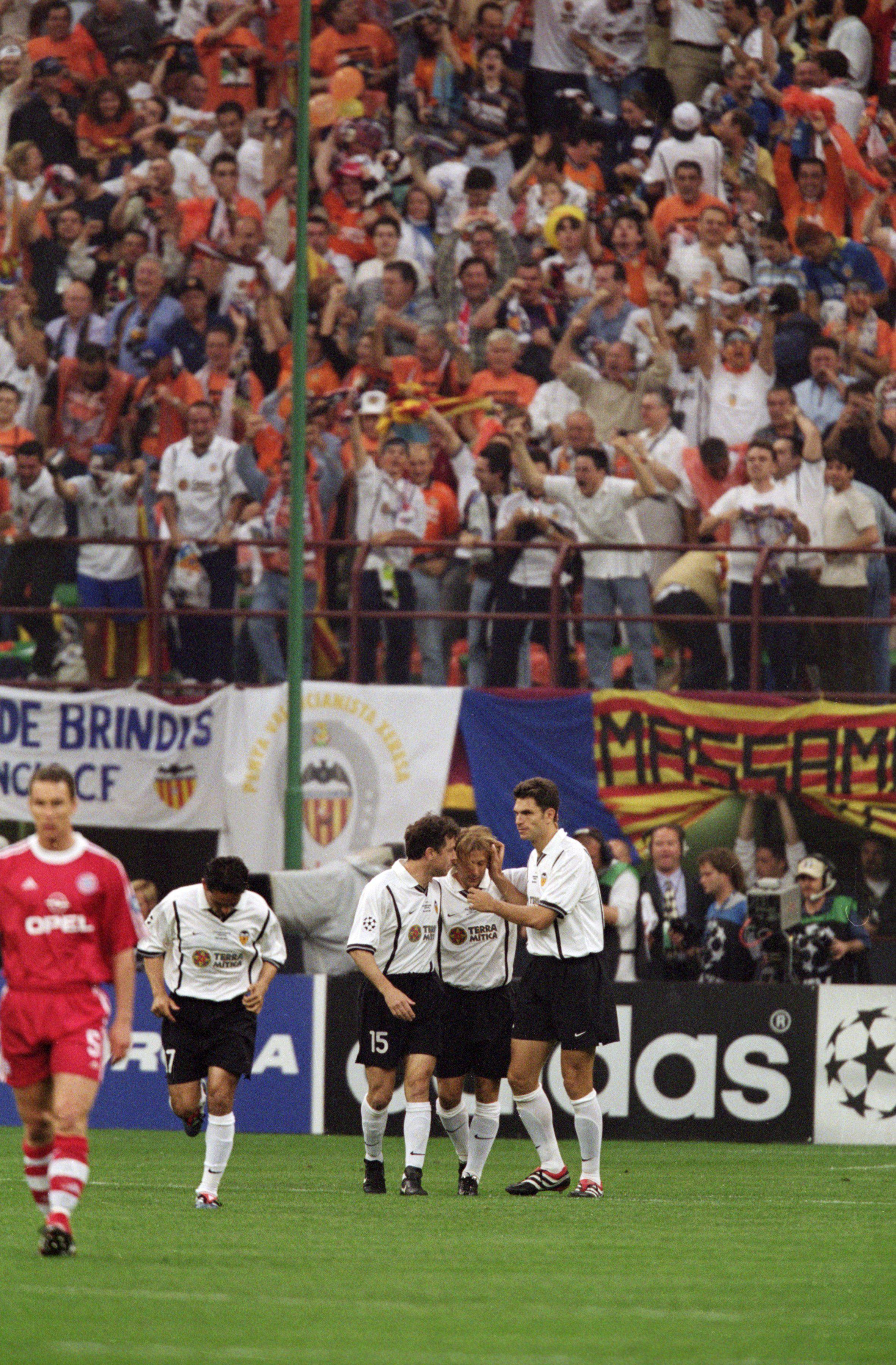 Mendieta's penalty put Valencia 1-0 after just three minutes against Bayern Munich