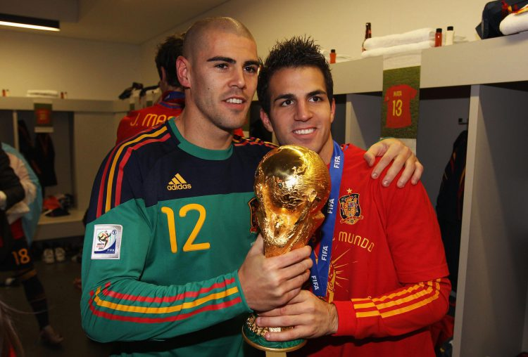 what's shinier the trophy or Valdes' head?