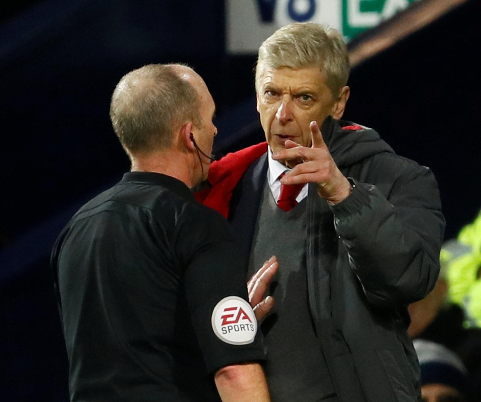 The manager quarrelled with Dean at full-time