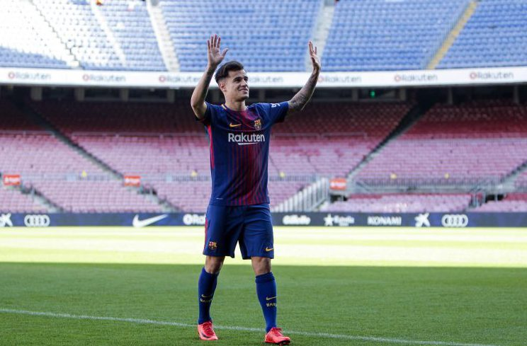 Coutinho salutes the Barcelona crowd