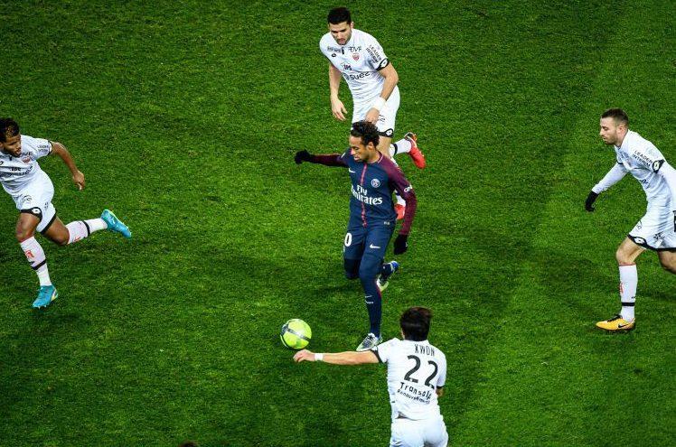 Neymar = defender magnet