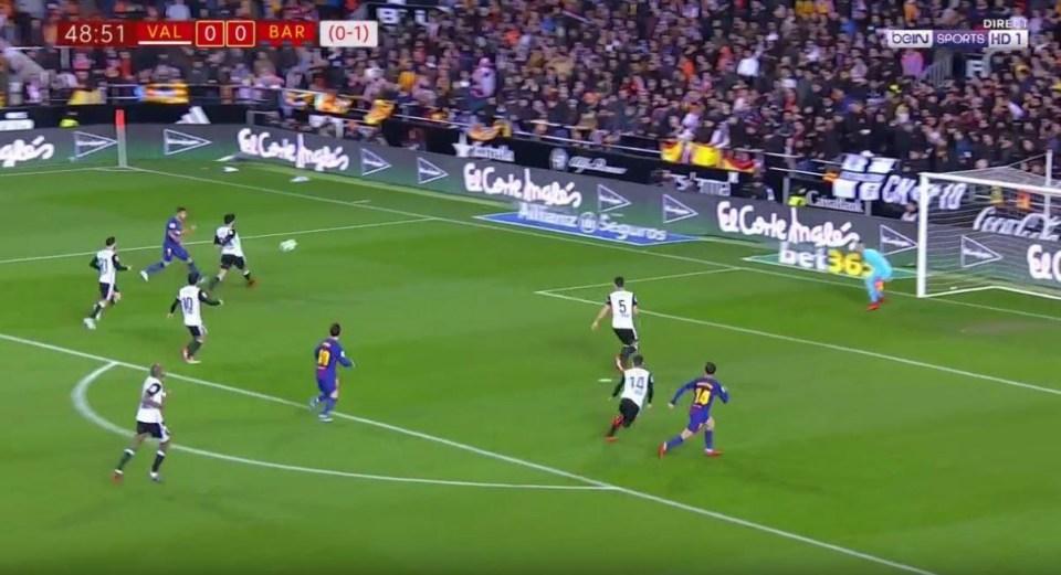 Suarez spots Coutinho at the back post