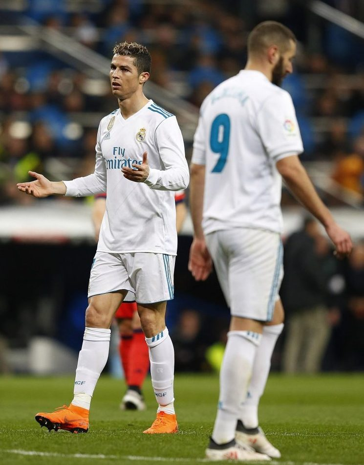 Ronaldo wondering how Karim Benzema is still starting for Real Madrid